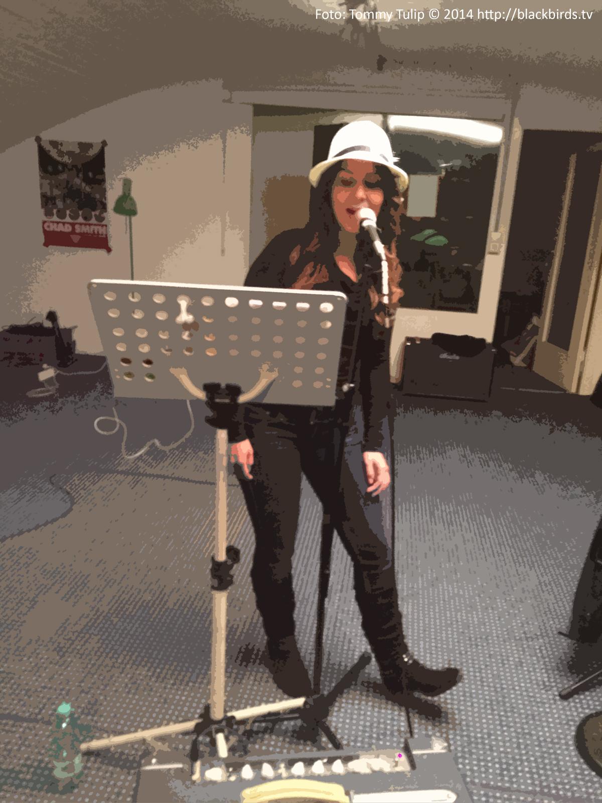 Sängerin Eda, jazzy!